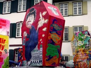Gniesser-Clique, 2010, Sujet: God Affi dailt uff, uus und yy